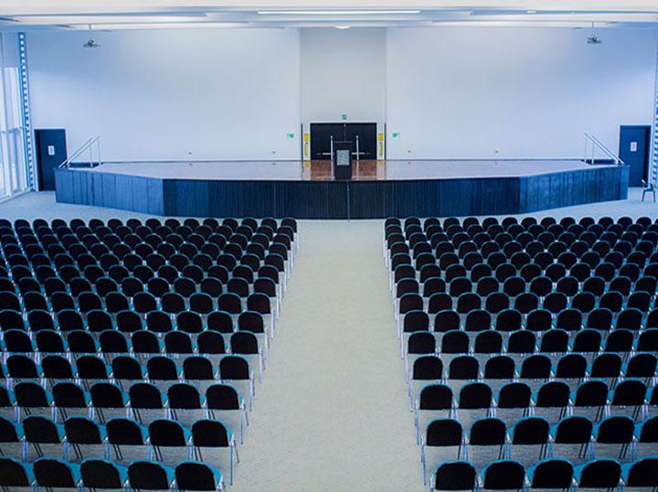 Auditorios y Salas VIP.