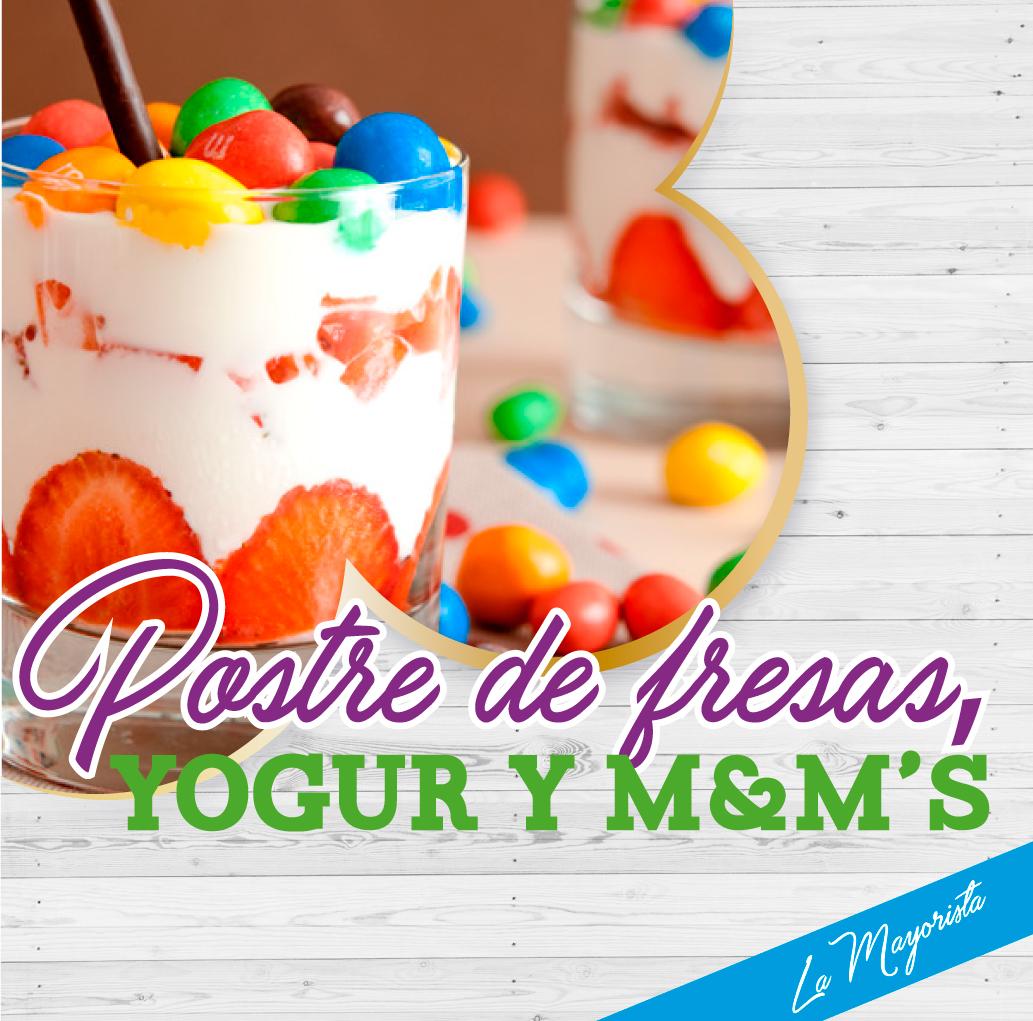 Postre de fresas, yogur y M&M's